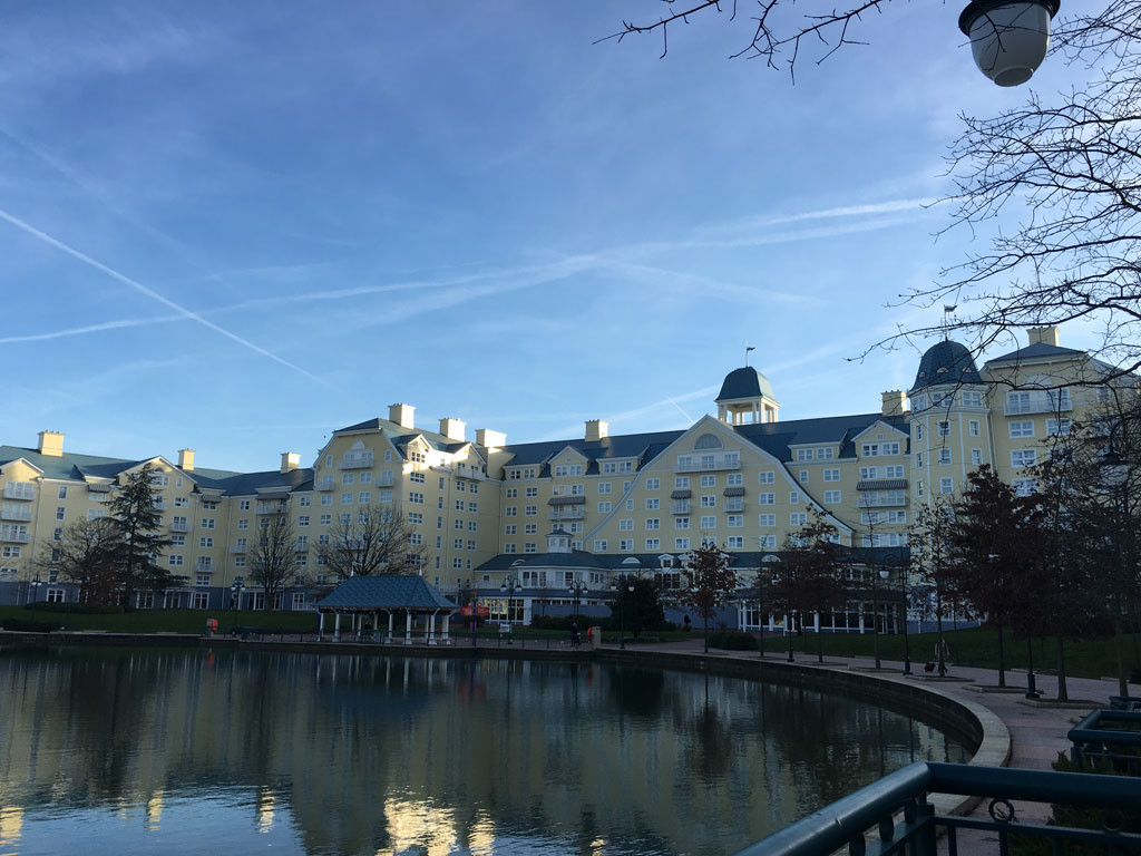 Disney S Hotel Newport Bay Club Paris